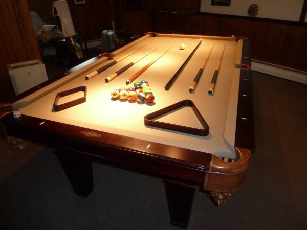 Solo 174 Long Island Imperial International 8 Pool Table